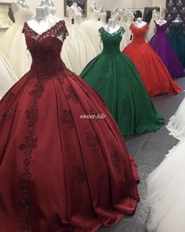Wholesale Dark Red Sweet Debutantes Robe à encolure en V à encolure Robe de bal Satin Robes plissées de Anos Plus Size Quinceanera Robes pas cher