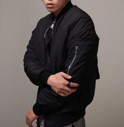 Wholesale Las ventas calientes del estilo militar militar del estilo MA1 del bombardero del hip hop de la chaqueta negra adelgazan la chaqueta apta del béisbol del equipo universitario de Hip Hop