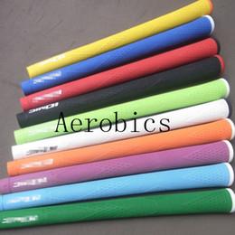 Chaud New Golf grip Poignées de golf en caoutchouc IOMIC de haute qualité poignées 10 couleurs au choix 10 pcs / lot Poignées en bois de golf Livraison gratuite