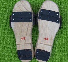 03WMX Handmade традиционные сабо GuiSen массажные доски обувают древесину в конце мужчин и женщин старые деревянные тапочки