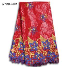 La alta calidad bordó la tela africana del cordón del bazin del telar jacquar con el trabajo fino para el cordón suizo africano de la gasa del banquete de boda para la costura BZ701HL04