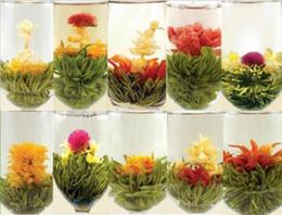 Aléatoire 18pcs de thé en fleurs avec emballage sous vide, 2017 nouveau thé art de fleurs cadeau fait à la main, thé de fleurs chinoises
