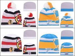 New Beanies Chicago Blackhawks White Los jugadores clásicos del invierno 2017 Cuffed el sombrero del Knit con las gorras del hockey sobre hielo de Pom Sombreros de la alta calidad