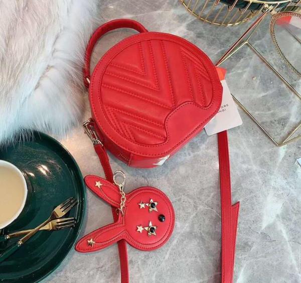 Дизайнерская женская сумка роскошная леди кроссбоди с кроличьим кулоном высокое качество новый стиль сумки на ремне классический M письмо фото