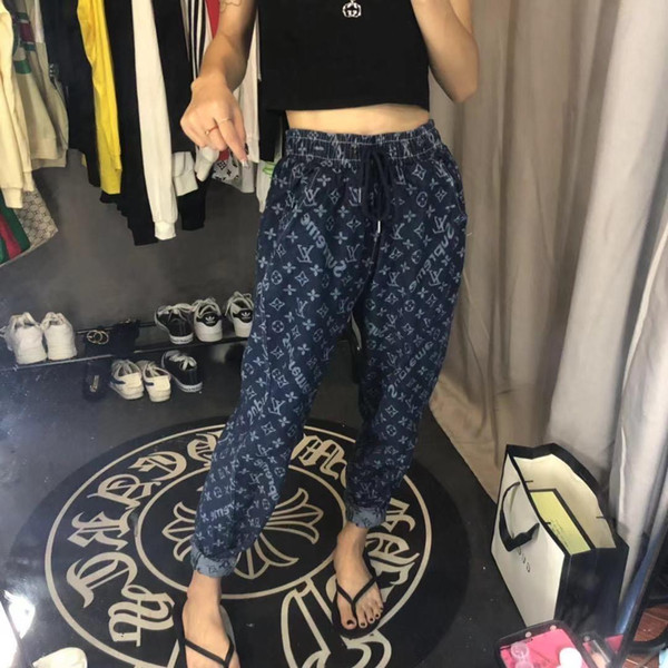 The new design of women's jeans in 2020 is full of printed elastic waistband jeans, which are slim and fashionable