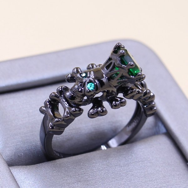 2017 New Arrival Stunning Punk Fashion Jewelry 10KT Black Gold Filled Emerald CZ Diamond Party Popular Women Wedding Band Skull Ring Gift