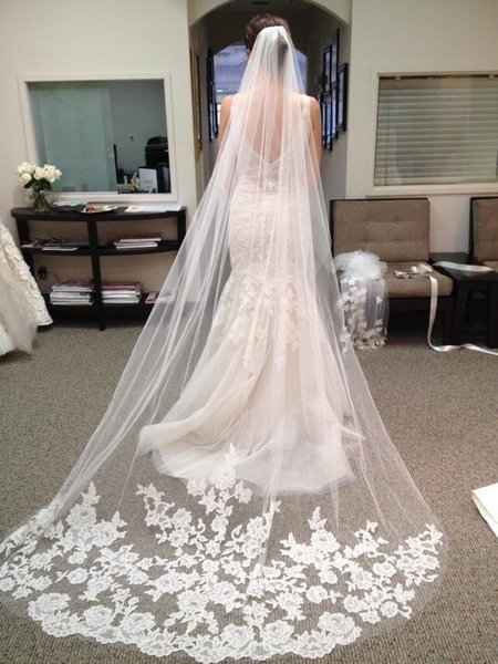 Cheap Bridal Veils Long Veils Soft Tulle Three Meters Long Veil with Lace Cathedral Veils White Ivory Veils for Wedding Events