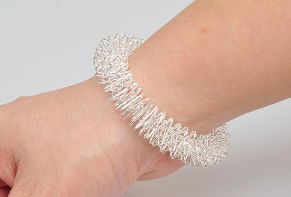 Innovative tainle teel acupre ure ma age tool wri t hand ma age ring tretchable acupuncture ring health care bracelet