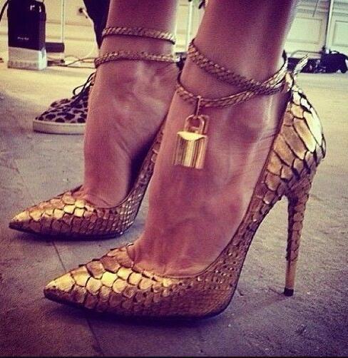Gold Lock Pointy Stiletto Сексуальная Мода Высокие Каблуки Дизайнерская Обувь Женщины Роско