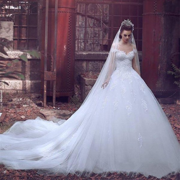 Off the houlder ball gown wedding dre e applique lace tulle audi arabic dubai bridal dre e wedding gown chapel train