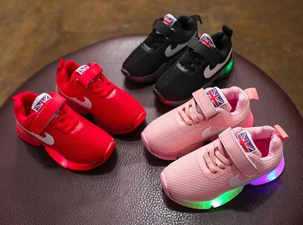 HOT Детская обувь LED работает красочное освещение Дети кроссовки весна осень Детск фото