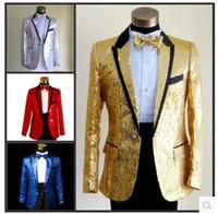 Precio de Rojo corbatas de lentejuelas hombres-Venta al por mayor de 2015 nueva (chaqueta + pantalones + pajarita) hombres trajes de lentejuelas amarillo de la manera del juego de vestido de boda del novio delgado rojo brillante