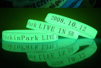 Wholesale 500pcs custom rubber silicone bracelets glowing in dark personalized rubber bands EG WBG001