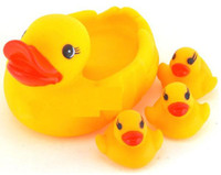 Wholesale Swimming duck Bath duck Baby bath toy Duck mother and duck baby set g set
