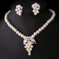 Wholesale ladies best love beautiful and elegant White Freshwater pearl Necklace Earrings Set a gift to mothers or loves