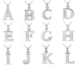 C p w en Línea-Wholesale-Letter A B C D E F G H I J K L M N O P Q I S S V U X Y Z Collar de plata colgante con cadena Regalo de cristal del día de San Valentín