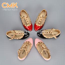 Atacado-CMK-KS001 2015 Primavera Elegante Rivet Princesa couro envernizado Crianças de salto baixo sapatos de crianças meninas sandálias de cunha Flats