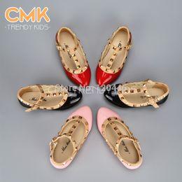 Gros-CMK-KS001 2015 Spring Elégant Rivet Princesse cuir verni enfants talons bas Enfants Chaussures Filles Sandales Flats