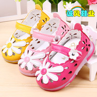 Wholesale J G Chen Summer Baby Girl Sandals Big Flower Children Shoes Synthetic PU Leather Small Size Kids Sandals Princess Shoe LED Light