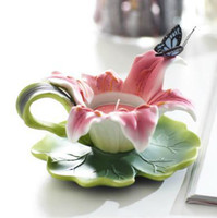 Wholesale Romantic Lily Shape Relief Sculpture of Butterfly Candle Holder Modern Sculptures For The Home Decor