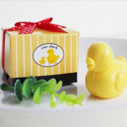 Wholesale Hot Portable Yellow Duck Shape Organic Falling In Love Wedding Creative Gifts Small Bath Soap