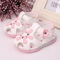 Las sandalias del verano al por mayor-2015 calzan los zapatos de los niños de los zapatos de la flor de los zapatos de la flor de los zapatos del bebé de la flor del Bowknot del niño del color de rosa blanco de los zapatos 14-18 5 tamaños