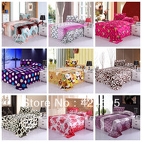 Wholesale Home Textile The warm coral fleece blankets on the bed Size for choice bedclothes Towels can be as bed sheet