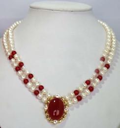 Collar rojo del jade de la perla blanca
