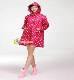 Mujer mayor-Corea Nueva Moda para mujer impermeable al aire libre de la cubierta de abrigo con capucha capa de lluvia Dot Longitud bolsillos Gabardina rodilla OR676322