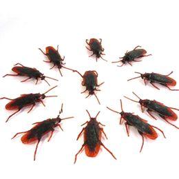 Wholesale-100 X Life-like Fake Roach Trick joke toy April fools day gift Blackbeetle Cockroach Trick #6743