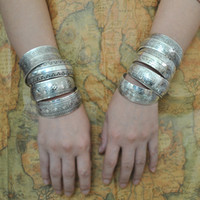 Wholesale Factory Tibetan Jewelry Vintage Silver Bangles Antique Tibetan Silver Cuff Bracelets Minimum order USD10