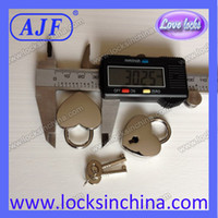 Wholesale AJF silver polished newest popular valentine s gift of heart shaped padlock