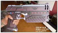 venda por atacado handmade toy-Judge Dredd legal Sylvester Stallone Pistola Armas Escala Braços de aperto 1: 1 modelos de papel 3D Brinquedos DIY realista Pistol Handmade