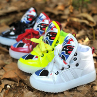 Wholesale New Luminous Sneakers Childrens LED Night Light Boots Fashion Casual Chinese Facebook Sports Shoes For Boys and Girls