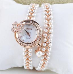 Montres de gros perle en Ligne--Diamants gros montres de bracelet de perles des femmes avec un design pendentif papillon rose finition or ton livraison gratuite très durable avec la boîte