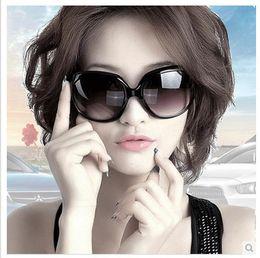 2017 gafas de diseño fresco 2015 nuevas gafas de sol de marco Super Cool diseñador de la marca de moda caja original las mujeres de la manera redonda revestimiento gafas de sol de rayos prohibición descuento gafas de diseño fresco