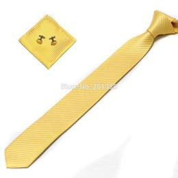 Venta al por mayor corbata roja en Línea-delgado rojo set en el tie-cuello al por mayor sólida para hombre Hanky gemelos de Pañuelos