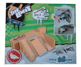 Wholesale high quality baby toy Mini Fingerboard Skateboard Set best birthday gift Fingerboard Park with finger skateboard for Kids Adult