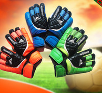 Wholesale New Top Latex football goalkeeper glove quality goods movement male gloves latex Professional Game Soccer Goalkeeper Gloves