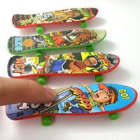Wholesale Creative Novelty Items Mini Fingerboard Children Toys Finger Skateboards Hobbies Sports Finger Skate Board Gift for Kids Friends