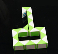 Wholesale Fashional Magic Snake Shape Toy Game Segment Cube Puzzle Twist Puzzle Toy Gift Small Size Magic Ruler For Kids Child GMF016