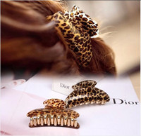 Wholesale Large brief acrylic hair caught leopard hairpin gripper hair claws clip sizes accessories for hair women hair barrette
