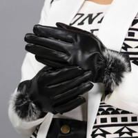 Wholesale Women Fashion Beautiful Fur Ball Leather Gloves for Winter Gloves Brand New Mitten Gloves