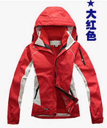Wholesale-100%good quality Lady Jackets explosion models mountaineering ski clothing jacket outdoor clothing to keep warm free shipping