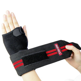 Wholesale athletic dumbbell weight fitness protection guard hand bandage adjustable wristband Magic tight palm