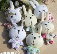 al por mayor los mini conejos de peluche-28pcs al por mayor + envío libre nuevos mini juguetes de peluche relleno suave pequeño conejo bizco única sonrisa