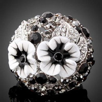 Cheap italina High quality 18K white gold plated rhinestone stone flower black Austrian crystal Swarovski Elements party women pretty Ring jewelry