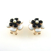 Wholesale Beautiful double white and black Ceramics pearl Clip on earrings