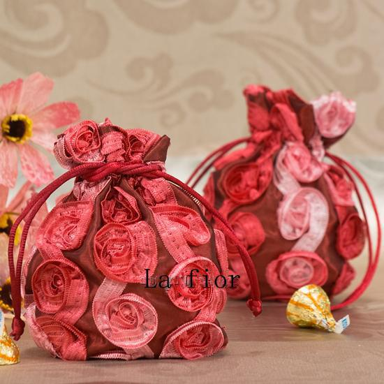 http://www.dhresource.com/albu_208617670_00-1.0x0/candy-bags-red-roses-candy-bags-jewelry-bags.jpg