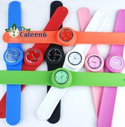 Caoutchouc pression à vendre-Jelly Watch bracelet en caoutchouc de Hot ventes de mode 30pcs bande Slap accrochage silicone Montres Unisexe Hommes Femmes